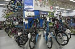 Fietsen in Walmart-opslag stock fotografie