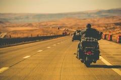 Fietser Berijdende Motorfiets royalty-vrije stock afbeeldingen