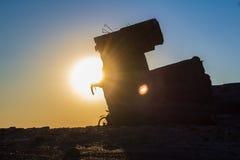 Fietser bij zonsondergangachtergrond Stock Foto