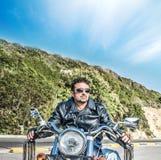 Fietser en klassieke motorfiets royalty-vrije stock foto's