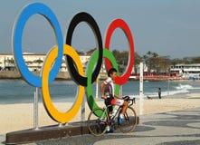 Fietser Kohei Uchima van Japan na het Cirkelen van afwerkingsrio 2016 de Olympische Wegconcurrentie van Rio 2016 Olympische Spele Royalty-vrije Stock Afbeelding