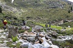 Fietsers in de Vallei van Tyroler Ziller, Oostenrijk Stock Fotografie