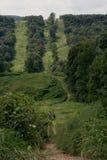 2 fietsers die omhoog een Heuvel van Pennsylvania wandelen Stock Fotografie