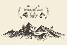 Fietsers die vector van de berg de hand getrokken fiets berijden Stock Afbeeldingen