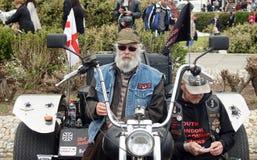 Fietsers met hun fiets in een festival van de kustfiets Royalty-vrije Stock Afbeeldingen