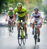 Fietsers van diverse teamscyclus stock foto's