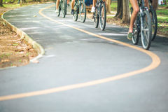 Fietsweg, beweging van fietser stock afbeelding