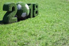 Fifa-Weltcup Russland 2018 mit dem Hintergrund gemacht vom grünen Gras Lizenzfreie Stockbilder
