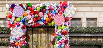 Fifth Avenue -de Vakantiedecoratie van het luxewarenhuis Stock Foto