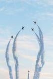 Fiftieth rocznica Singapur 50 rok święto państwowe próby, myśliwska formacja latał nad miastem Zdjęcia Royalty Free