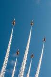 Fiftieth rocznica Singapur 50 rok święto państwowe próby, myśliwska formacja latał nad miastem Obrazy Stock