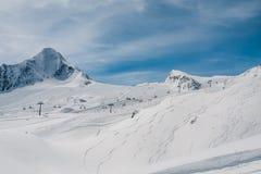 Fifts и утесы лыжи стоковые фотографии rf