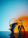 Figürchen kleinen Glasfische und des Schnapsglases Lizenzfreie Stockbilder