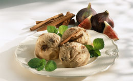 Fig and cinnamon ice cream Stock Images