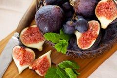 Fig. en druiven Stock Afbeelding