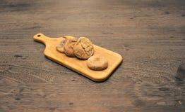 Fig. in houten schotel Stock Foto's