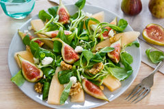 Fig-, melon- och valnötsallad Arkivbilder