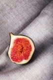 Fig. op gevouwen stof Stock Afbeelding