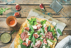 Fig, prosciutto, arugula, sage flatbread pizza and rose wine Stock Images