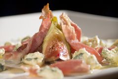 Fig and Prosciutto Salad with Gorgonzola and Honey Royalty Free Stock Photos