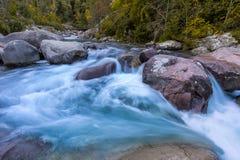 Figarella河慢快门照片Bonifatu的在可西嘉岛 免版税库存照片