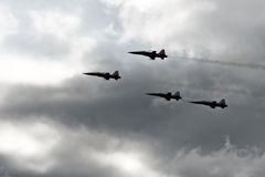 Fighter jets. F-5 fighters flying in cloudy conditions Royalty Free Stock Photos