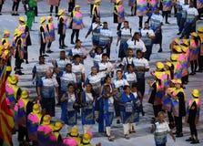 Figi olimpiche del gruppo che marciano allo stadio di Maracana durante la cerimonia di apertura 2016 di Rio Immagine Stock