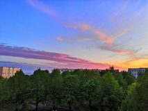 Figlarnie kolory przeglądać przy balkonem fotografia stock