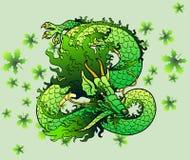 Figlarnie zielony drewniany Azjatycki smok na liściach Zdjęcia Royalty Free