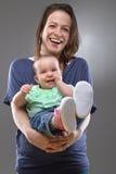 Figlia del bambino e della madre - immagine sveglia Immagini Stock