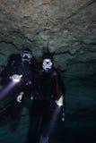 Figlia del padre - immersione subacquea della caverna Fotografia Stock Libera da Diritti