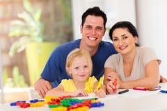 Figlia felice dei genitori Fotografia Stock