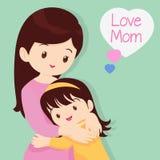 Figlio che abbraccia la sua madre Immagini Stock Libere da Diritti