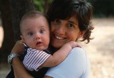 Figlio di Madre e Fotografia Stock