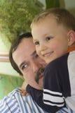 Figlio felice con il padre Fotografie Stock