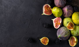 Figos frescos com fatias Fotos de Stock