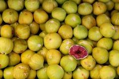 Figos maduros em um mercado em TB0 0N Europa do Sul imagem de stock