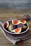 Figos maduros em uma bacia Foto de Stock Royalty Free