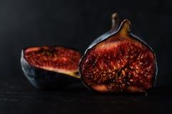 Figos muito maduros - ainda vida no preto Fotografia de Stock Royalty Free