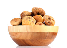 Figos secados deliciosos na bacia de madeira Imagem de Stock