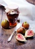 Figos, uvas e queijo foto de stock