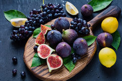 Free Figs, Black Grapes And Lemons. Fresh Fruits Plate Royalty Free Stock Photography - 81148667