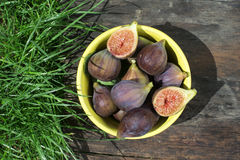 Figs in yellow bowl Royalty Free Stock Photography