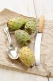 Figue de cactus avec le couteau et la cuillère Images stock