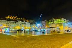 Figueira ajusta, con las decoraciones de la Navidad, en Lisboa Fotos de archivo libres de regalías