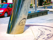 Figueres Hiszpania, Maj, - 07, 2007: Niejasny wizerunek na ziemi odbija dalej cylindryczny filar tworzyć Fotografia Royalty Free