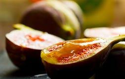 Figues avec du miel Photo stock