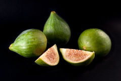 Figues blanches d'isolement sur le fond noir Photos stock