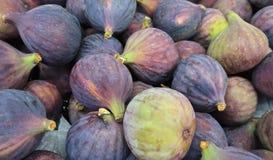 Figues bleues sur le marché photo libre de droits