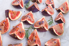 Figues cuites au four avec le caramel Photographie stock libre de droits